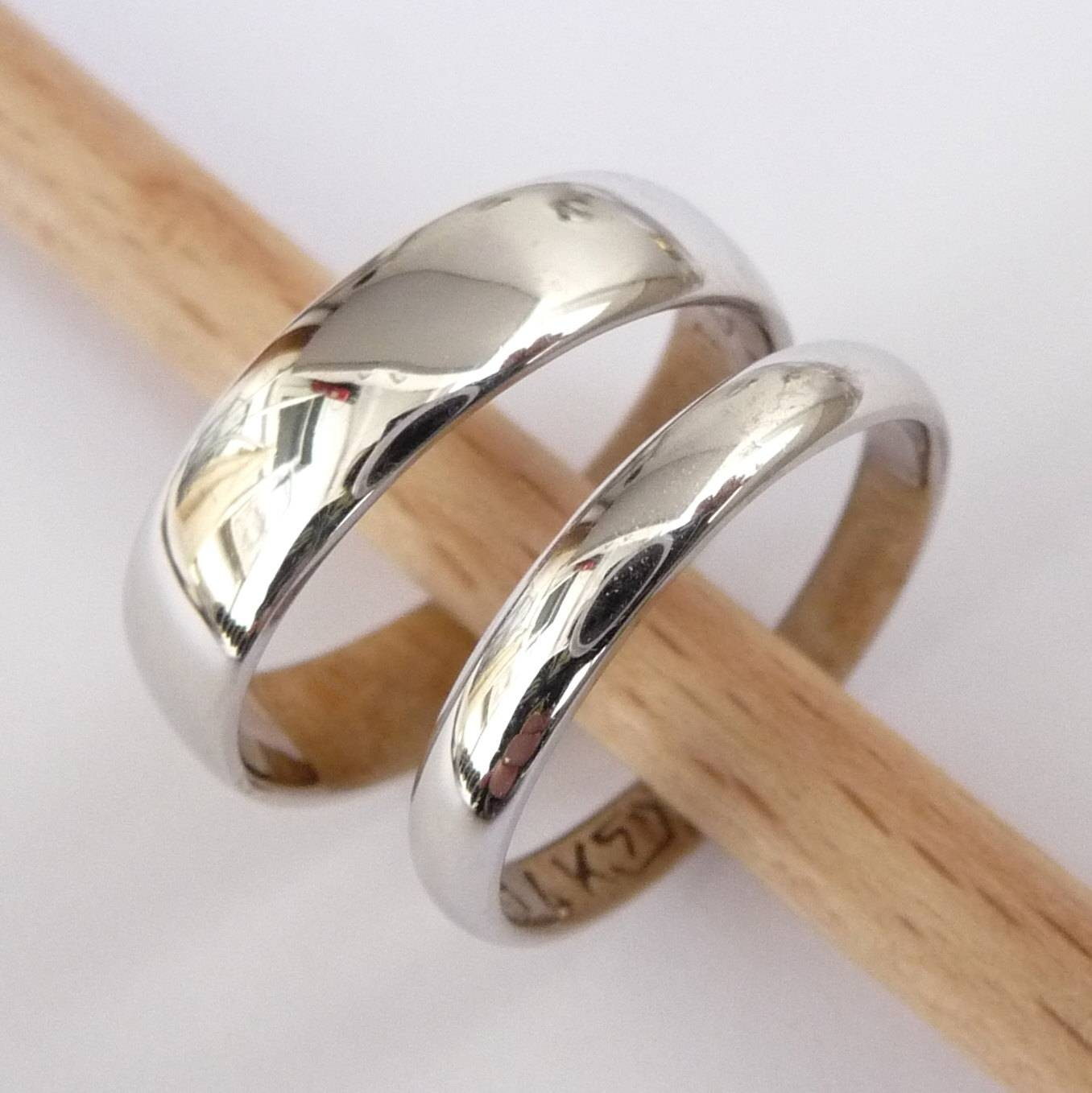 38 Wedding Rings Sets Women, Gallery Of Why Should Make Wedding With Men And Women Wedding Bands Sets (Gallery 4 of 15)