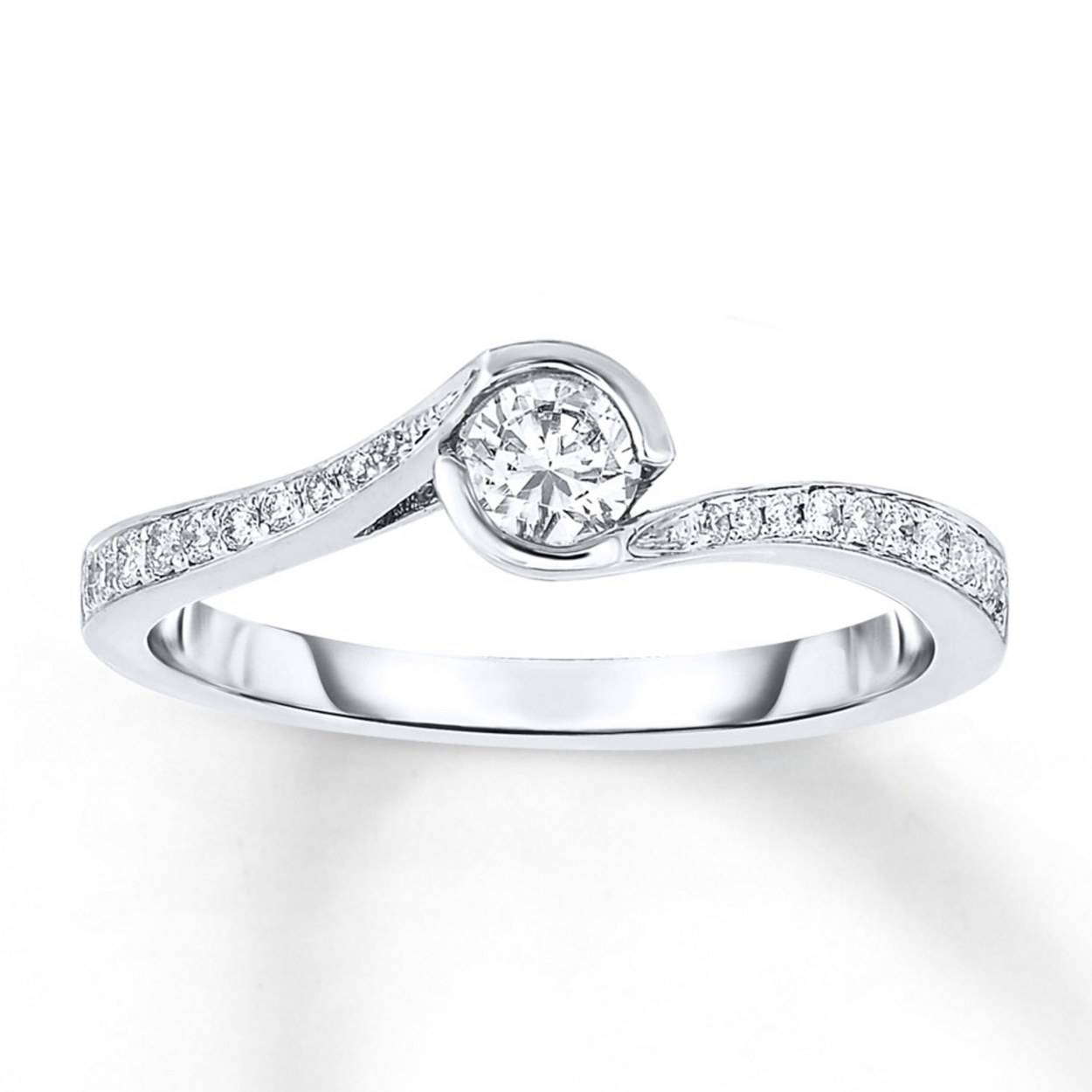 Affordable Engagement Rings Under $1,000 | Glamour Pertaining To Wedding Rings With Engagement Rings (View 2 of 15)