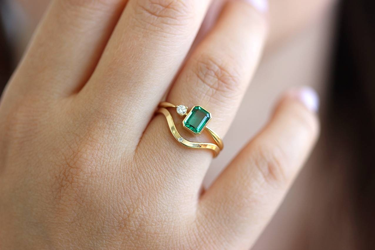 Engagement Rings : Emerald Engagement Rings Amazing Engagement Within Emeralds Engagement Rings (View 8 of 15)