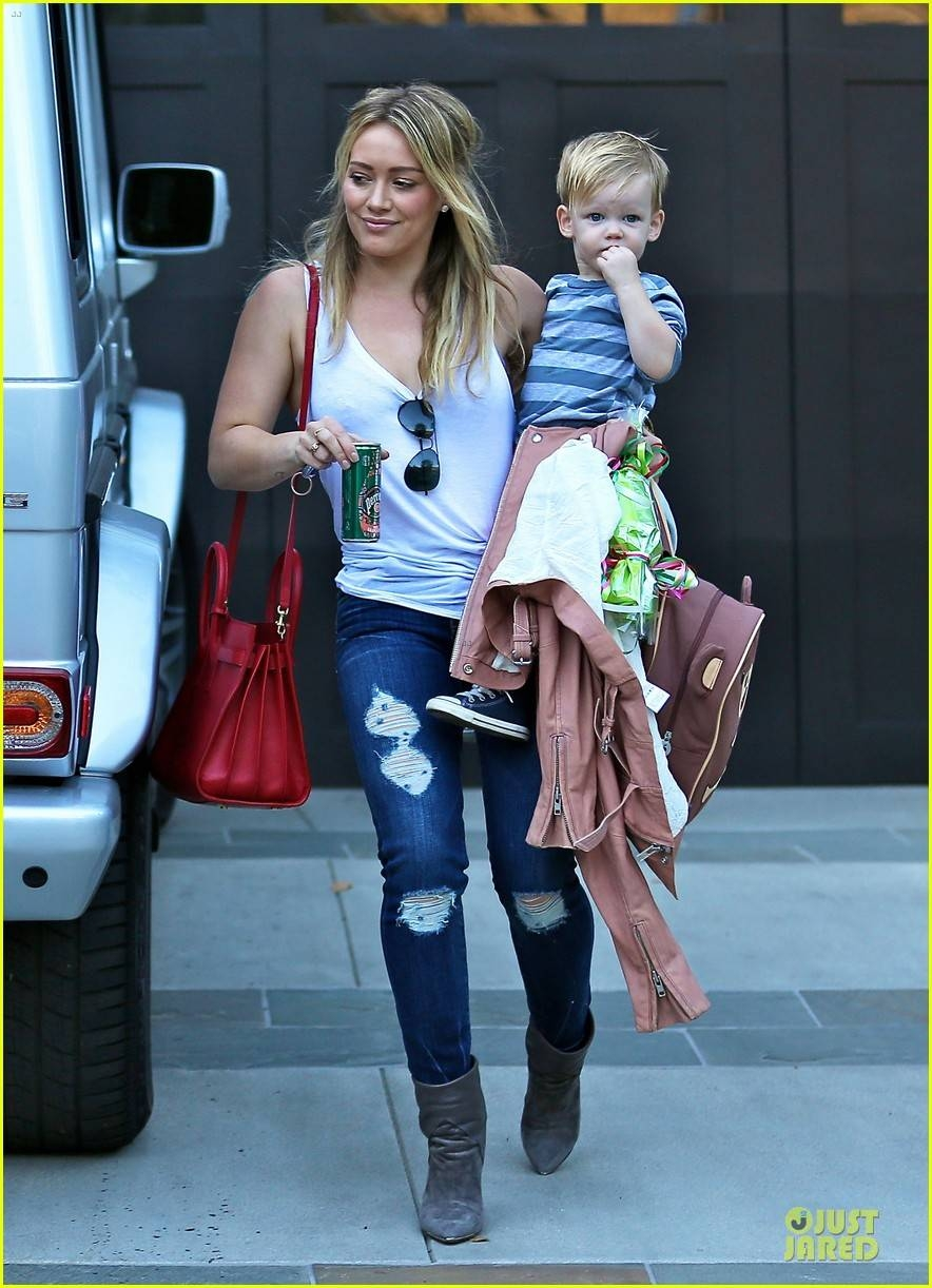 Hilary Duff Steps Out Without Wedding Ring: Photo 3030524 With Hilary Duff Wedding Rings (View 11 of 15)