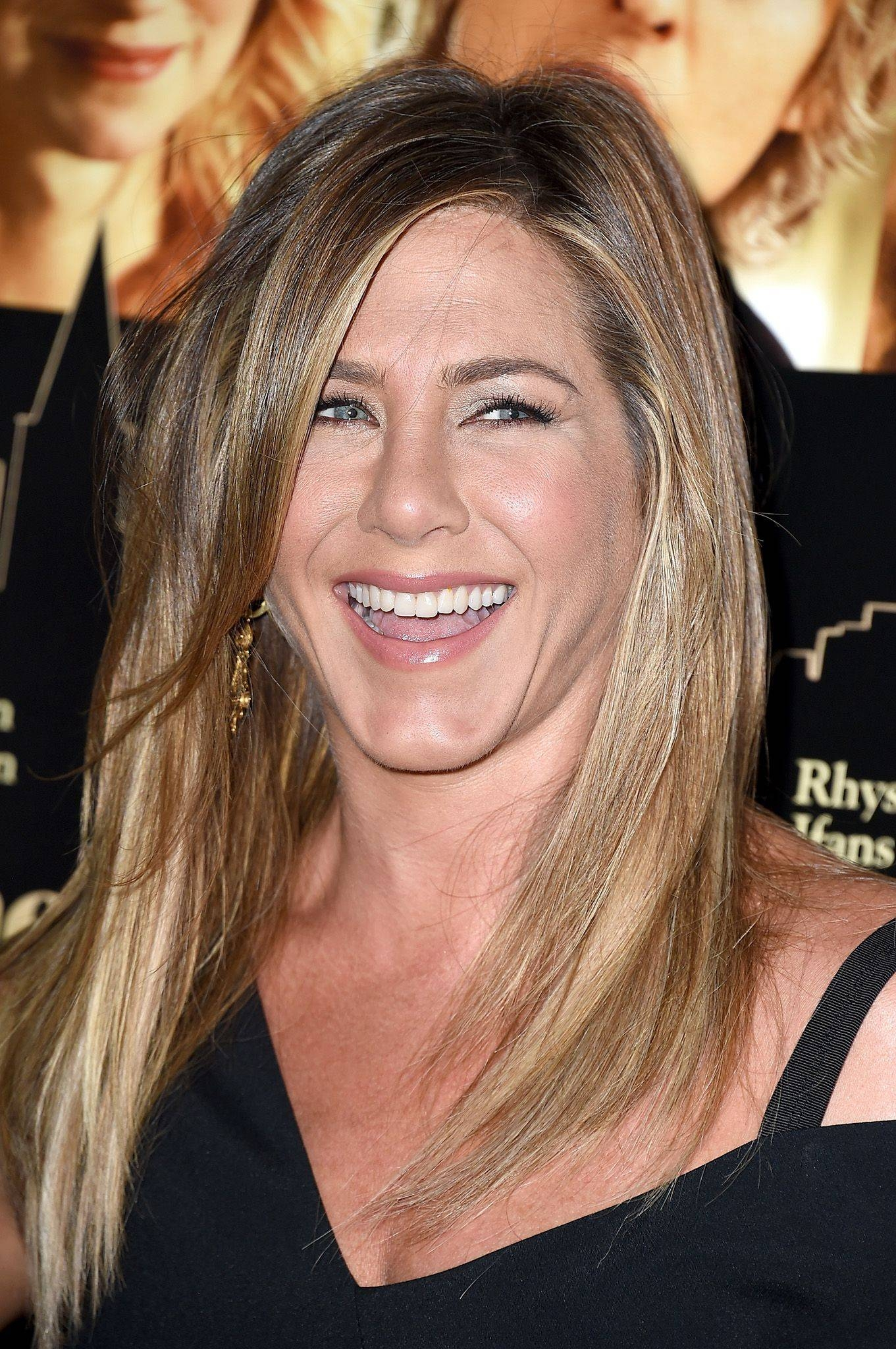 Jennifer Aniston Debuts Wedding Band At First Public Appearance Regarding Jennifer Aniston Wedding Rings (View 5 of 15)