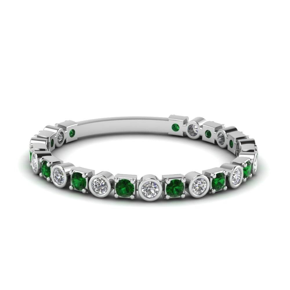 White Gold Round Green Emerald Wedding Band With White Diamond In With Emerald Wedding Rings For Women (View 14 of 15)
