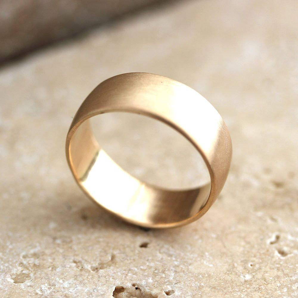 Men's Wedding Rings Gold – Guidelines To Buy Men's Wedding Rings With Gold Wedding Bands For Men (View 11 of 15)