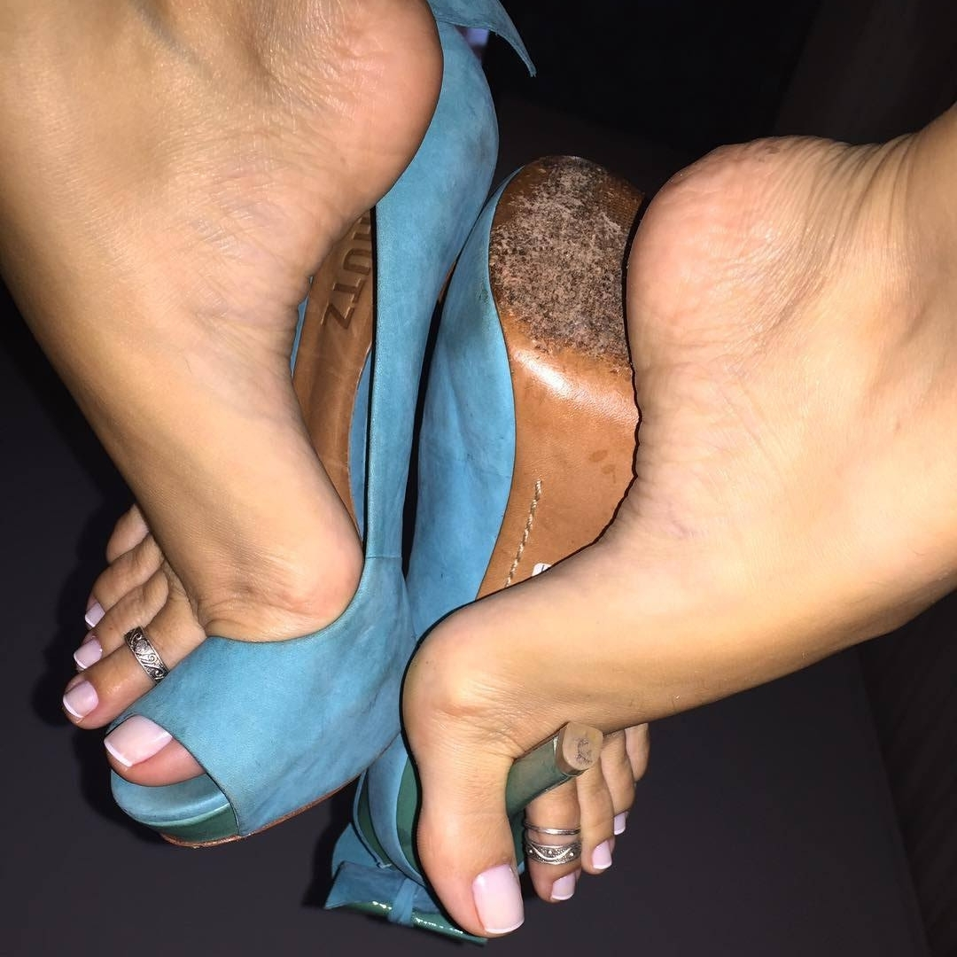 All About Female Feet | 1300 Women With High Arches And If Lucky Pertaining To Latest Etiquette Toe Rings (View 7 of 15)