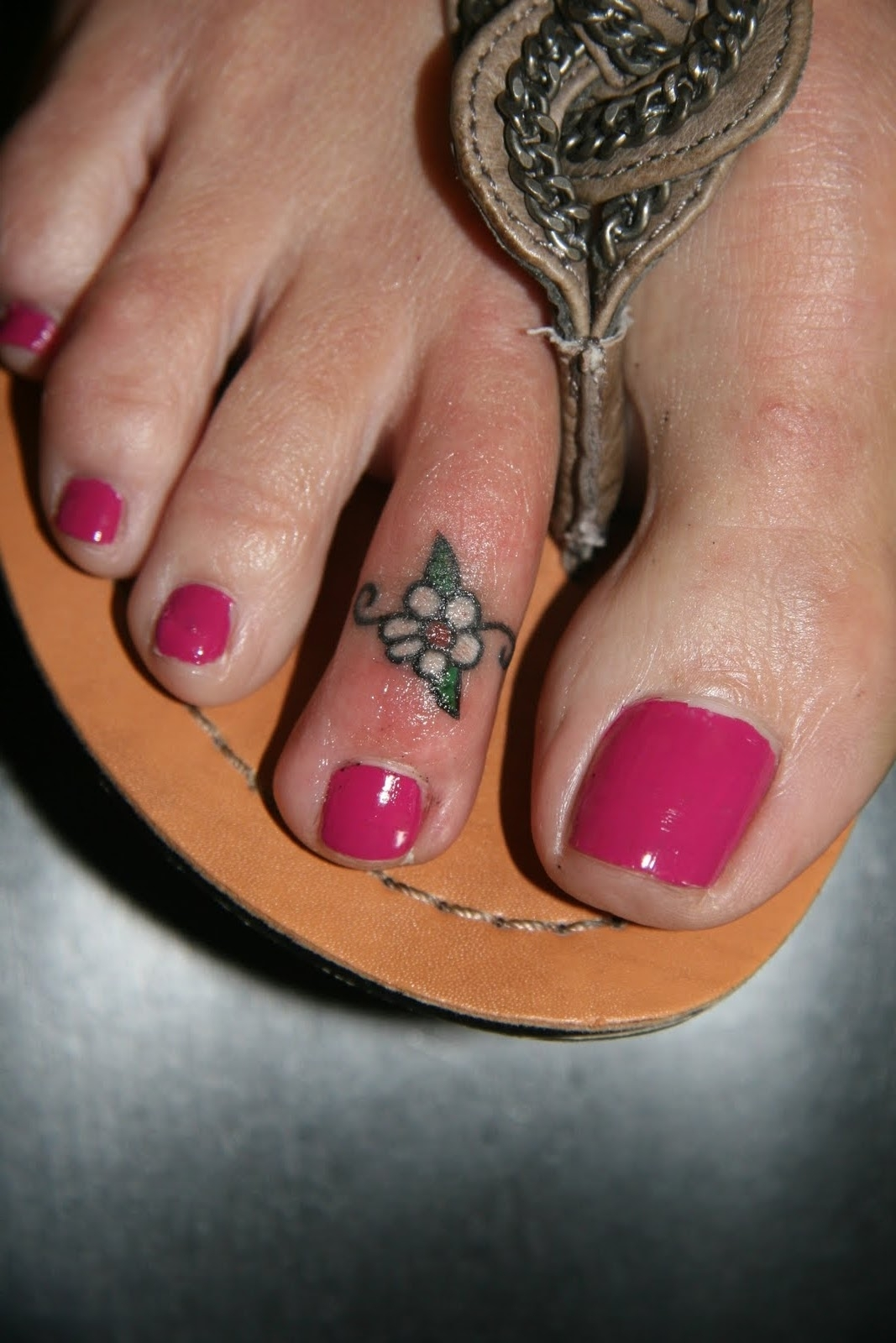 Daisy Flower Tattoos | Tattoo, Toe Rings And Childhood Within Most Recent Feather Toe Rings (View 9 of 15)