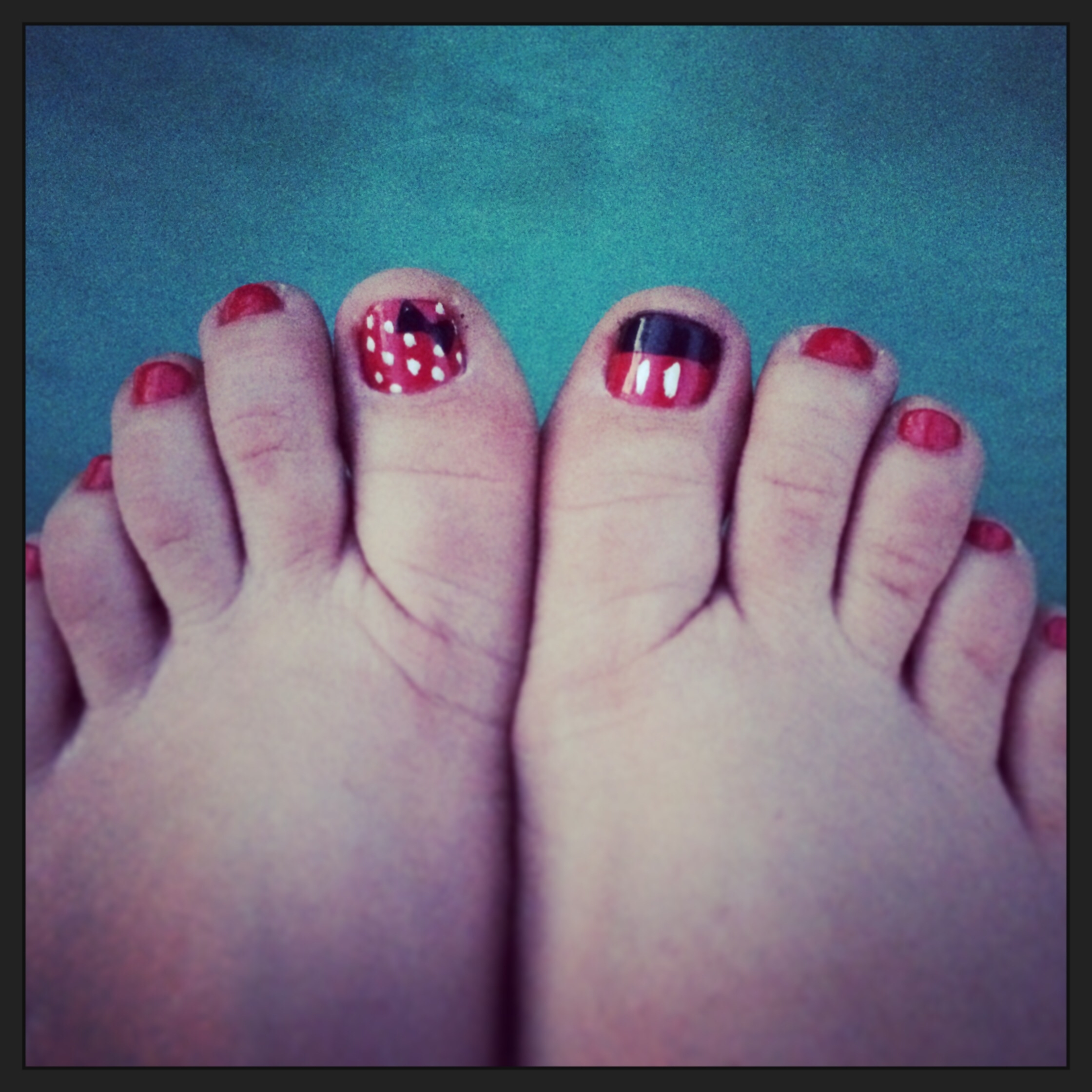 Disney Nails – Minnie And Mickey Mouse Toes | Toenails | Pinterest In Newest Mickey Mouse Toe Rings (View 7 of 15)