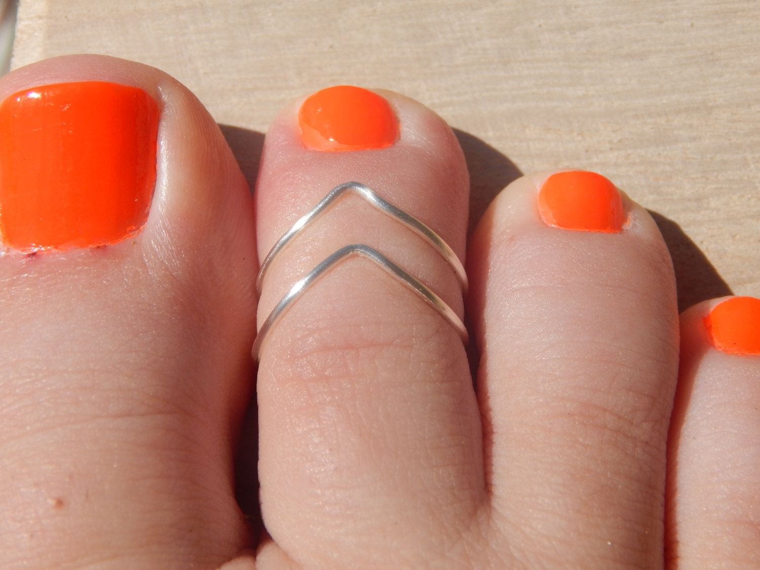 Featured Photo of Chevron Toe Rings