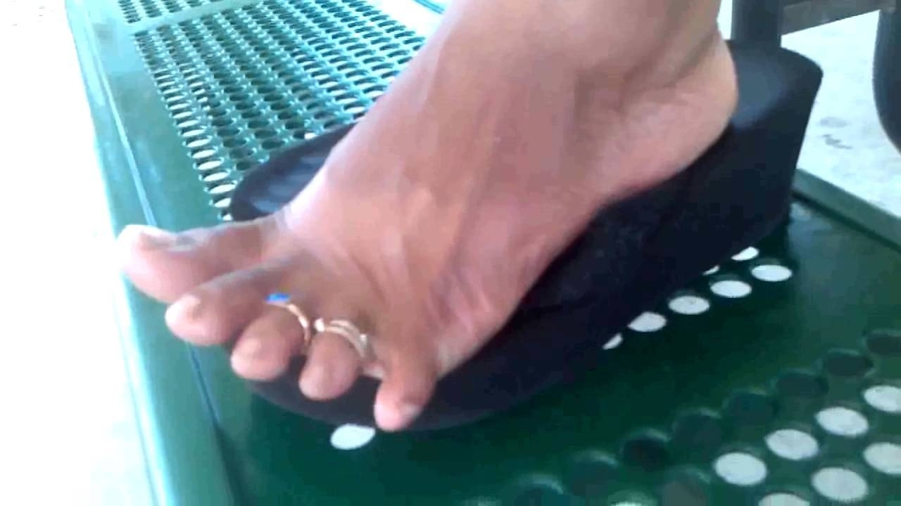 Redbone With Multiple Toe Rings – Youtube Inside Recent Toe Rings By Melissa (View 6 of 15)