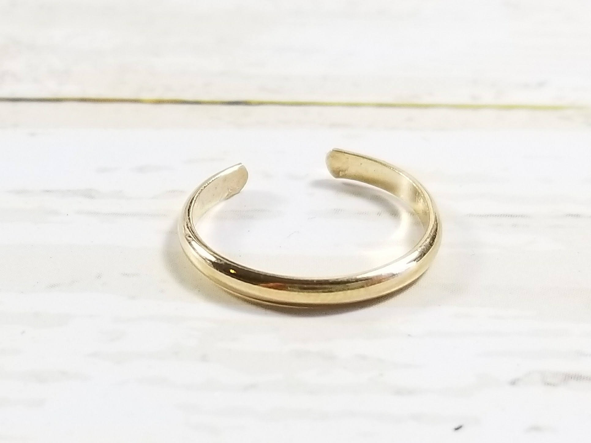 Solid 14K Yellow Gold Half Round Toe Ring Regarding 2017 Full Circle Toe Rings (View 12 of 15)