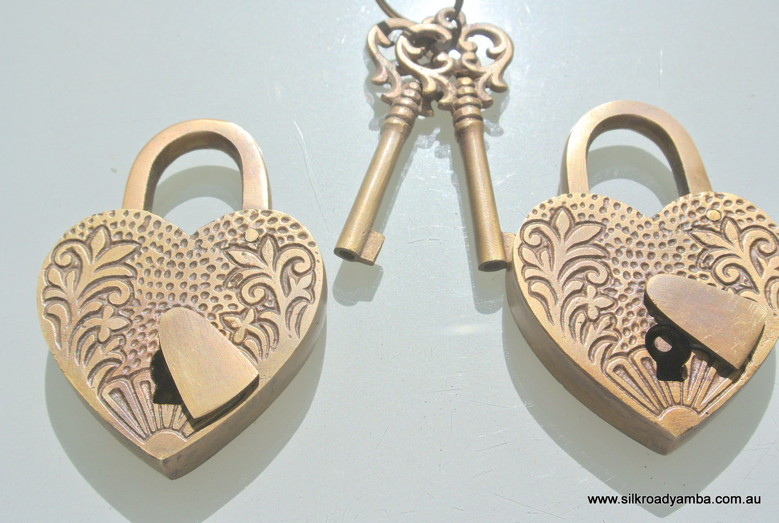 "2 Embossed 3"" Vintage Style Antique ""heart Love Padlock "" Shape Solid Brass 2 Keys Heavy Lock Works Throughout Latest Heart Shaped Padlock Rings (Gallery 13 of 25)"