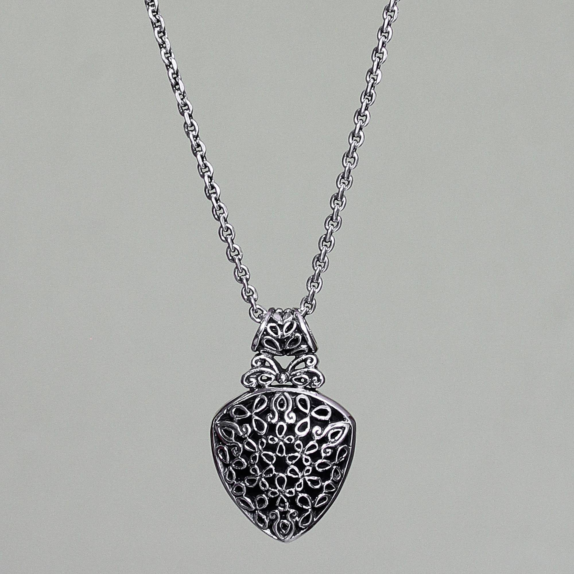 Balinese Handmade Leaf Motif Silver Necklace, 'leaf Medallion' Within Newest Shining Leaf Pendant Necklaces (Gallery 23 of 25)