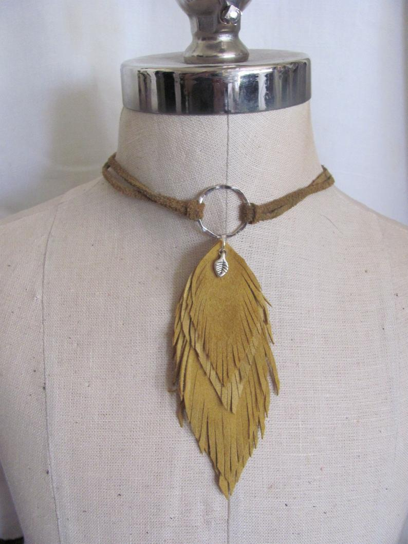 Beautiful Leather Feathers Necklace Choker (11J) Suede With Regard To 2020 Golden Tan Leather Feather Choker Necklaces (View 3 of 25)