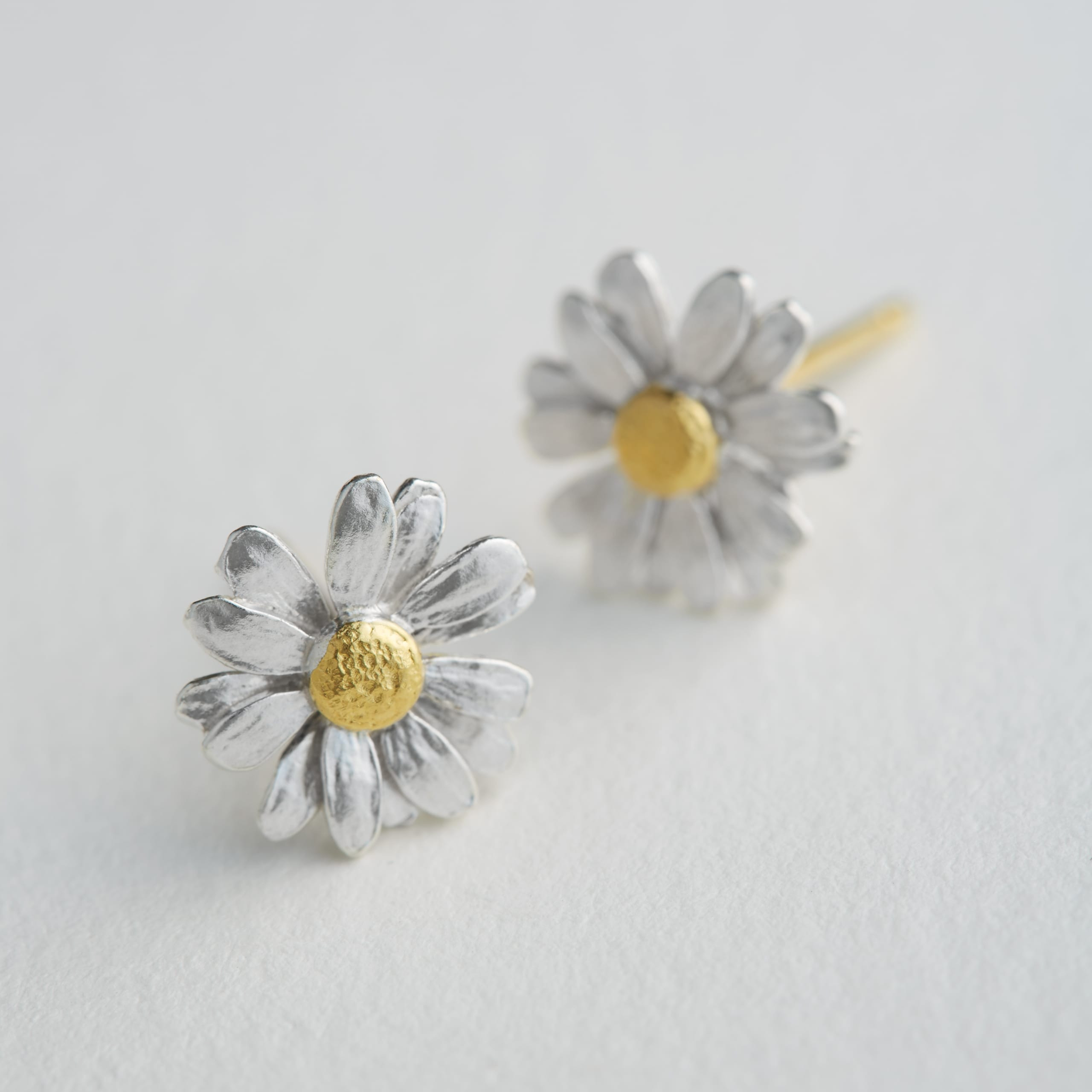 Classic Daisy Stud Earrings With Most Popular Classic Daisy Flower Band Rings (View 8 of 25)