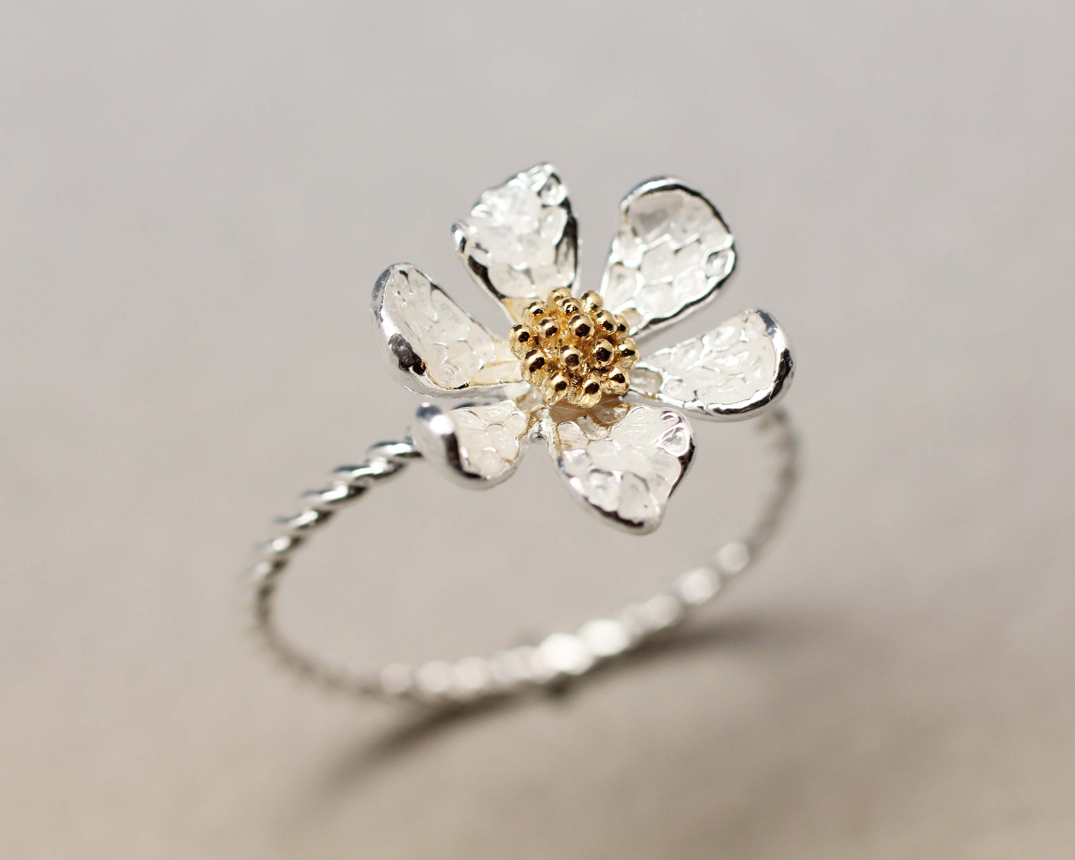 Featured Photo of Daisy Flower Rings