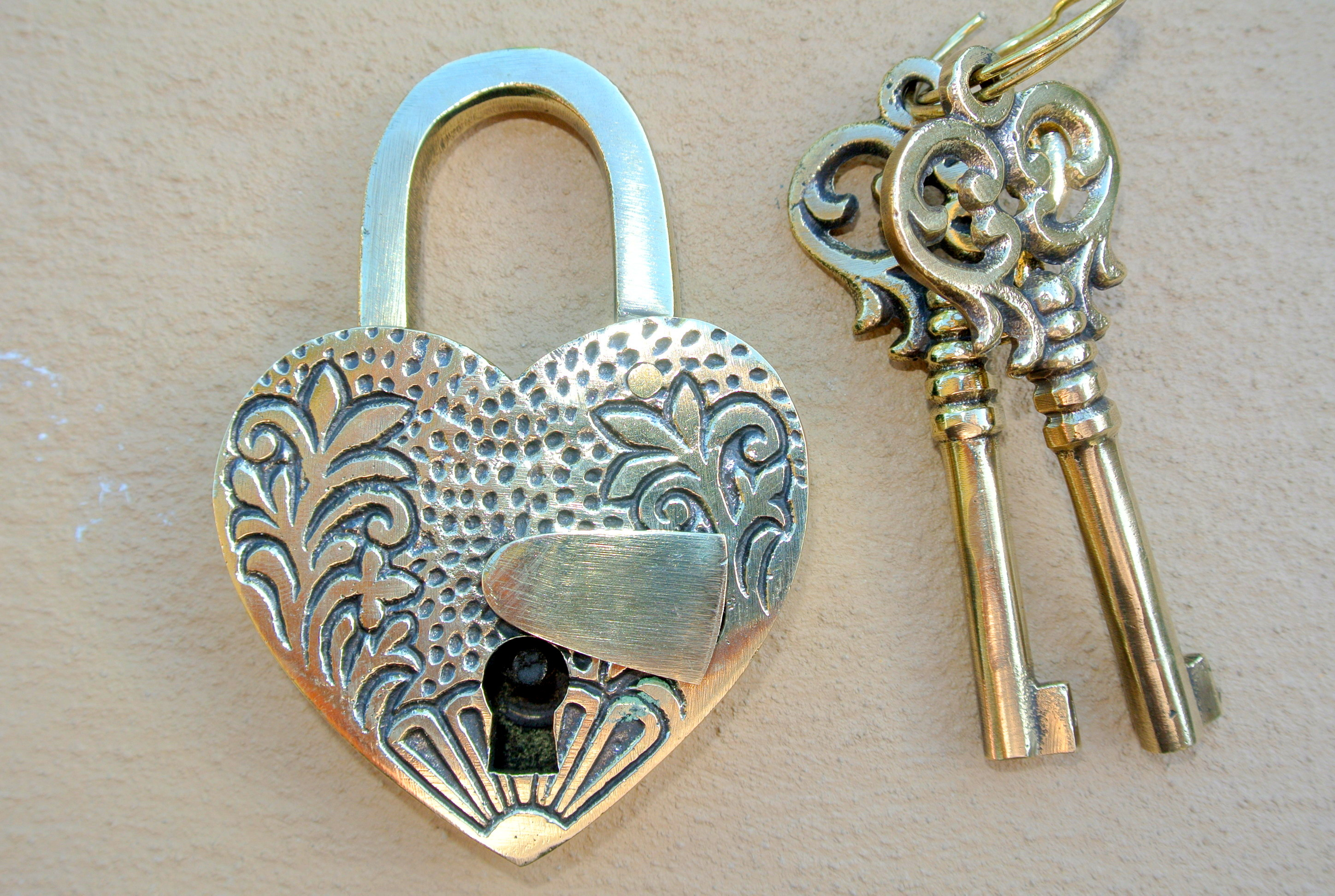 """Embossed 3"""" Vintage Style Antique """"heart Love Padlock """" Shape Solid Brass 2 Keys Heavy Lock Works Polished Pertaining To Current Heart Shaped Padlock Rings (View 18 of 25)"""
