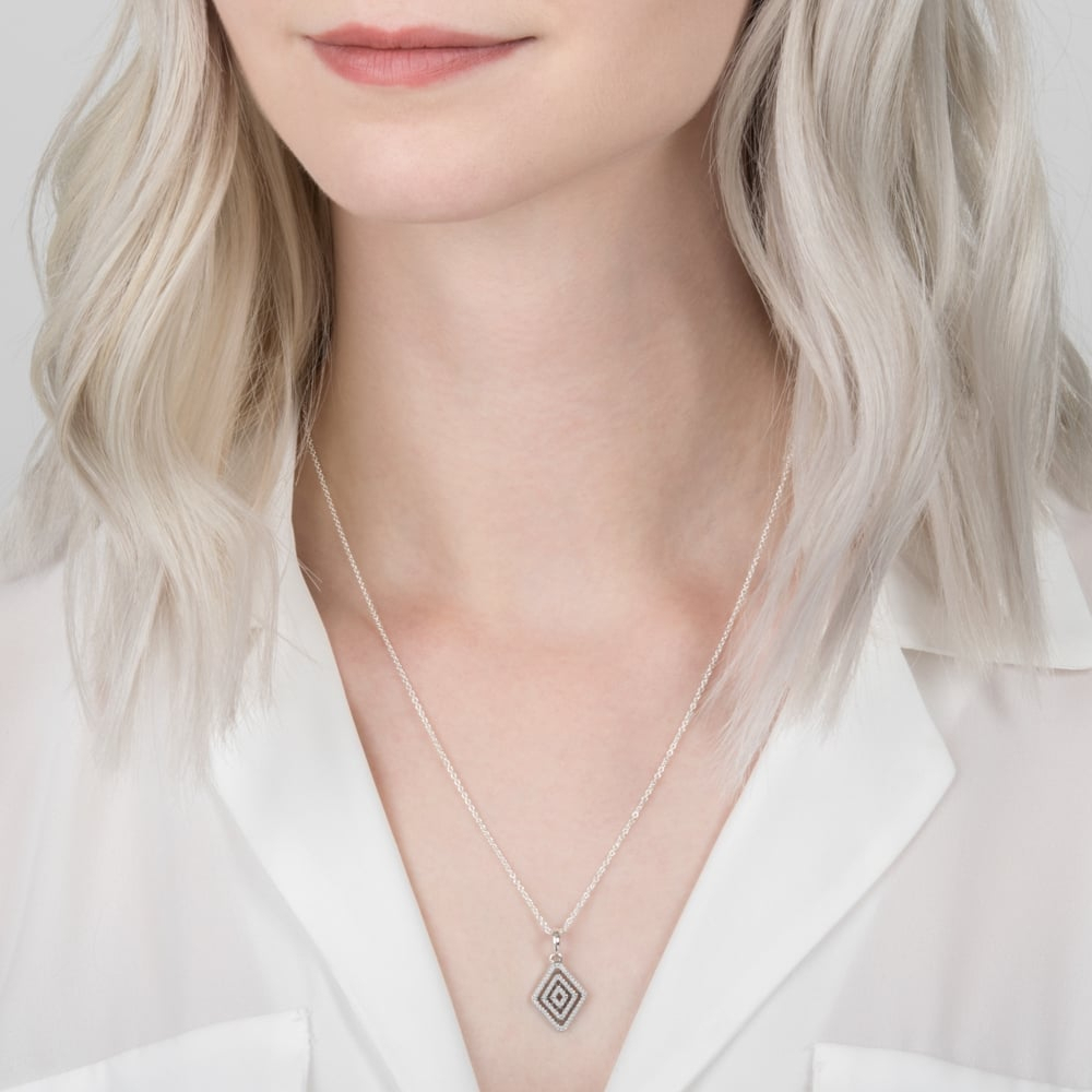 Featured Photo of Geometric Lines Necklaces