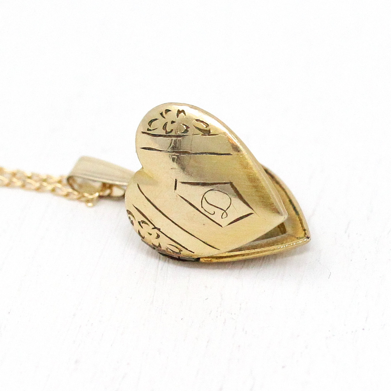 "Letter ""d"" Locket – Retro Gold Filled Heart Shaped Petite Pendant Charm  Necklace – 1940S Monogrammed Single Initial Engraved Flower Jewelry Pertaining To 2019 Baby Blue Enamel Blue Heart Petite Locket Charm Necklaces (Gallery 21 of 25)"