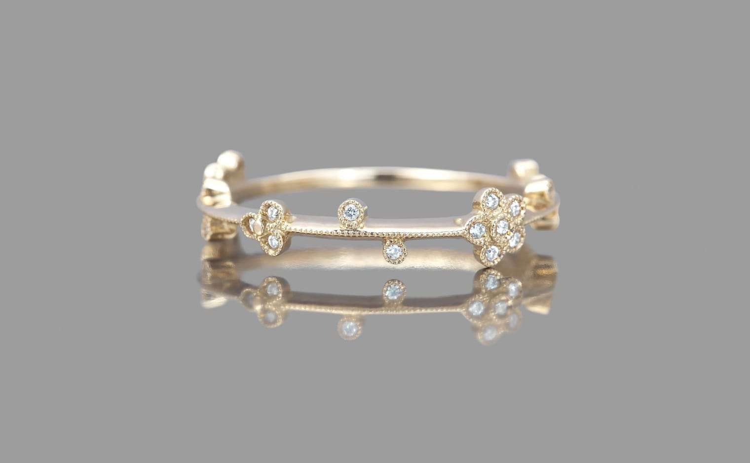 Little Diamond Flowers Ring Throughout Newest Classic Daisy Flower Band Rings (View 14 of 25)