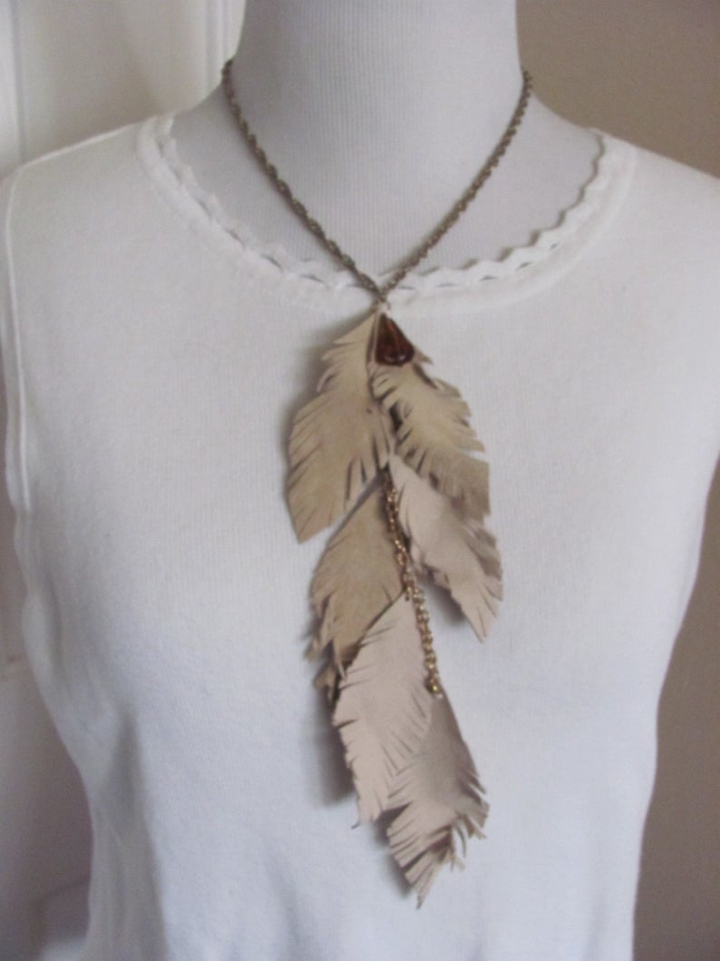 Necklace Beautiful Gold Necklace With Beige Leather Feathers (20G) Regarding Most Recent Golden Tan Leather Feather Choker Necklaces (View 17 of 25)
