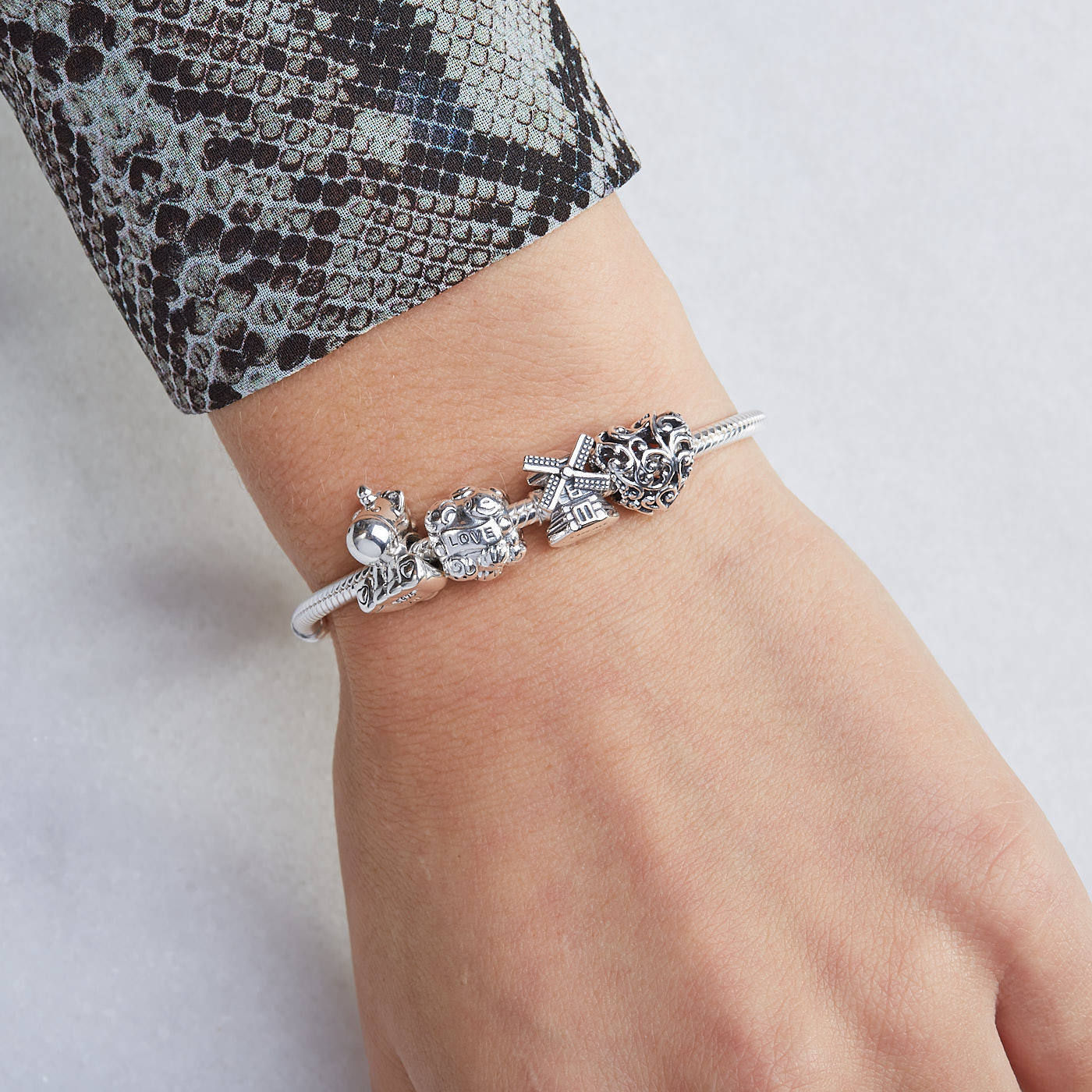 Pandora Moments Charm 797609 In 2019 Pandora Moments Medium O Pendant Necklaces (View 16 of 25)