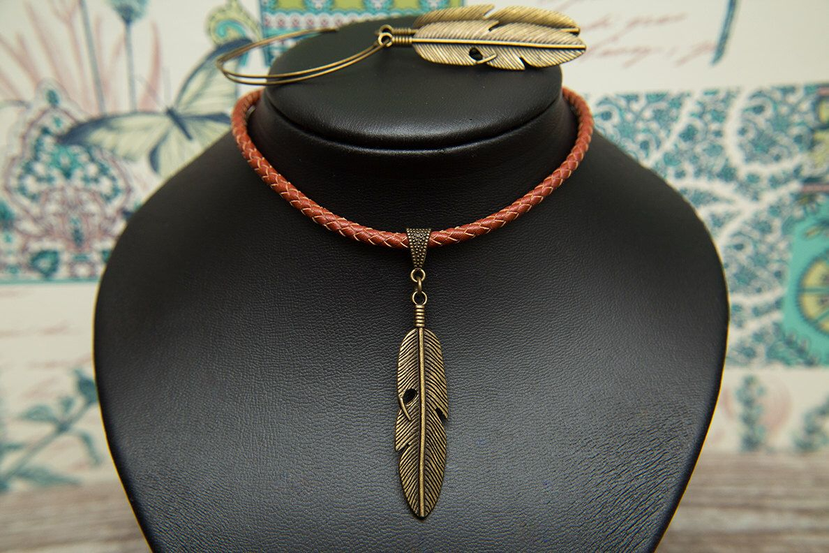 Pinmolax Chopa On Chopa Tribe | Feather Earrings, Native In 2019 Golden Tan Leather Feather Choker Necklaces (View 21 of 25)