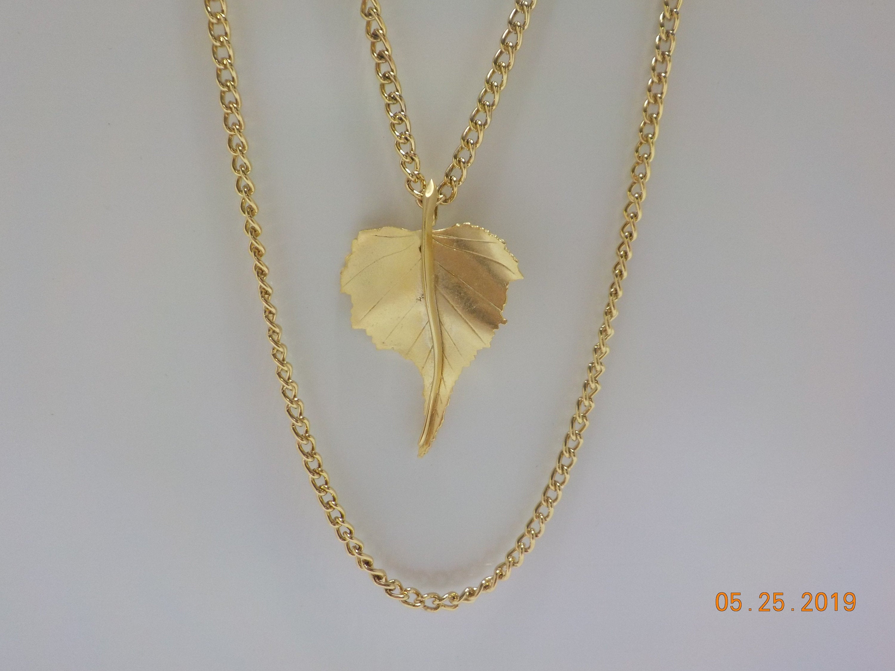Vintage Gold Tone Double Chain Leaf Pendant Necklace (421) (ha) In Latest Shining Leaf Pendant Necklaces (View 12 of 25)