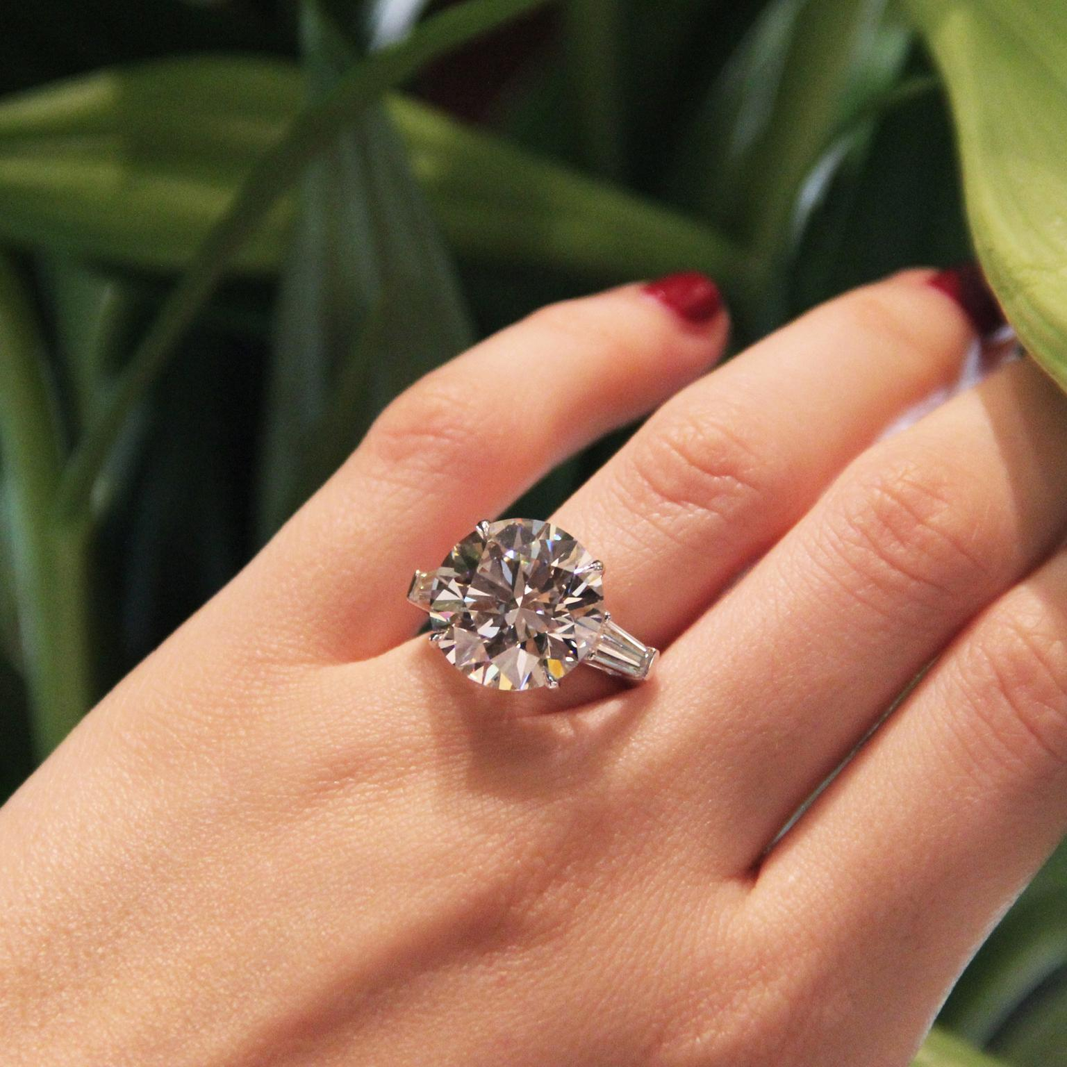 Featured Photo of Round Brilliant Diamond Engagement Rings