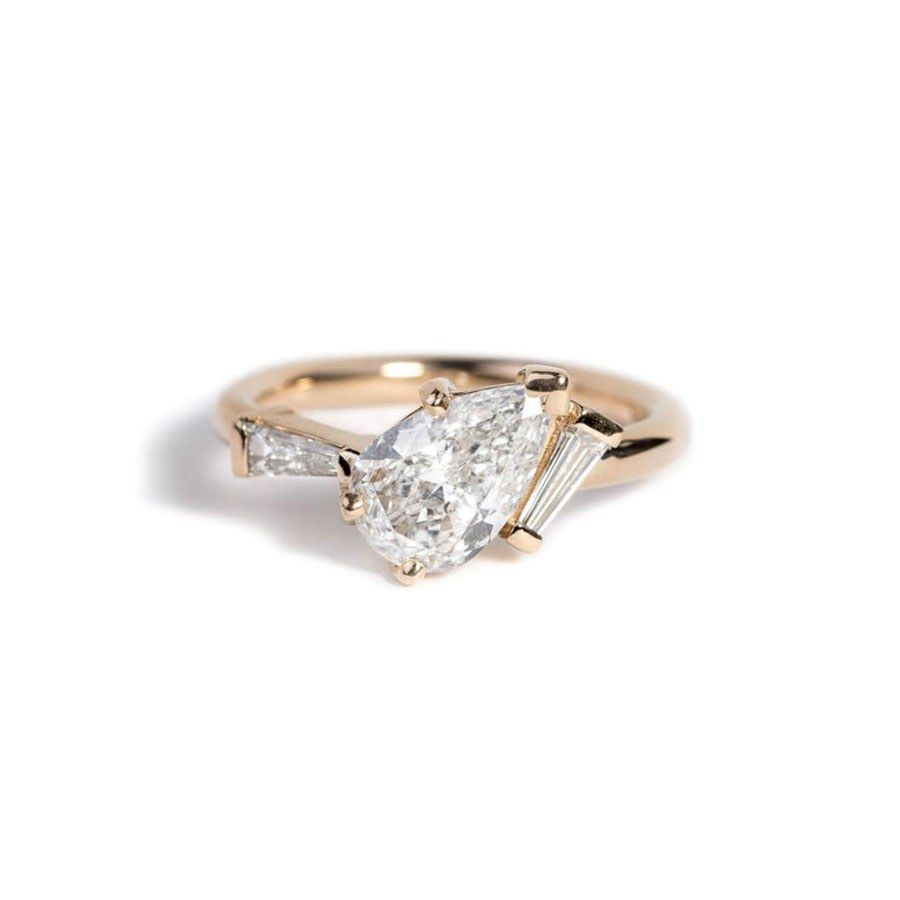 34 Pear Shaped Engagement Rings For Every Bride | Pear Inside Tryst Pear Shaped Diamond Engagement Rings (View 4 of 25)