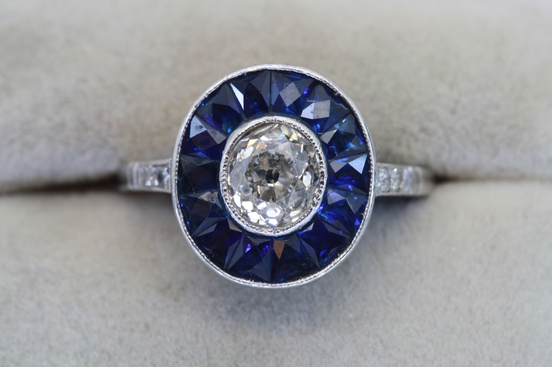 Diamond And Calibré Sapphire Ring For Cushion Cut Sapphire Rings (View 16 of 25)