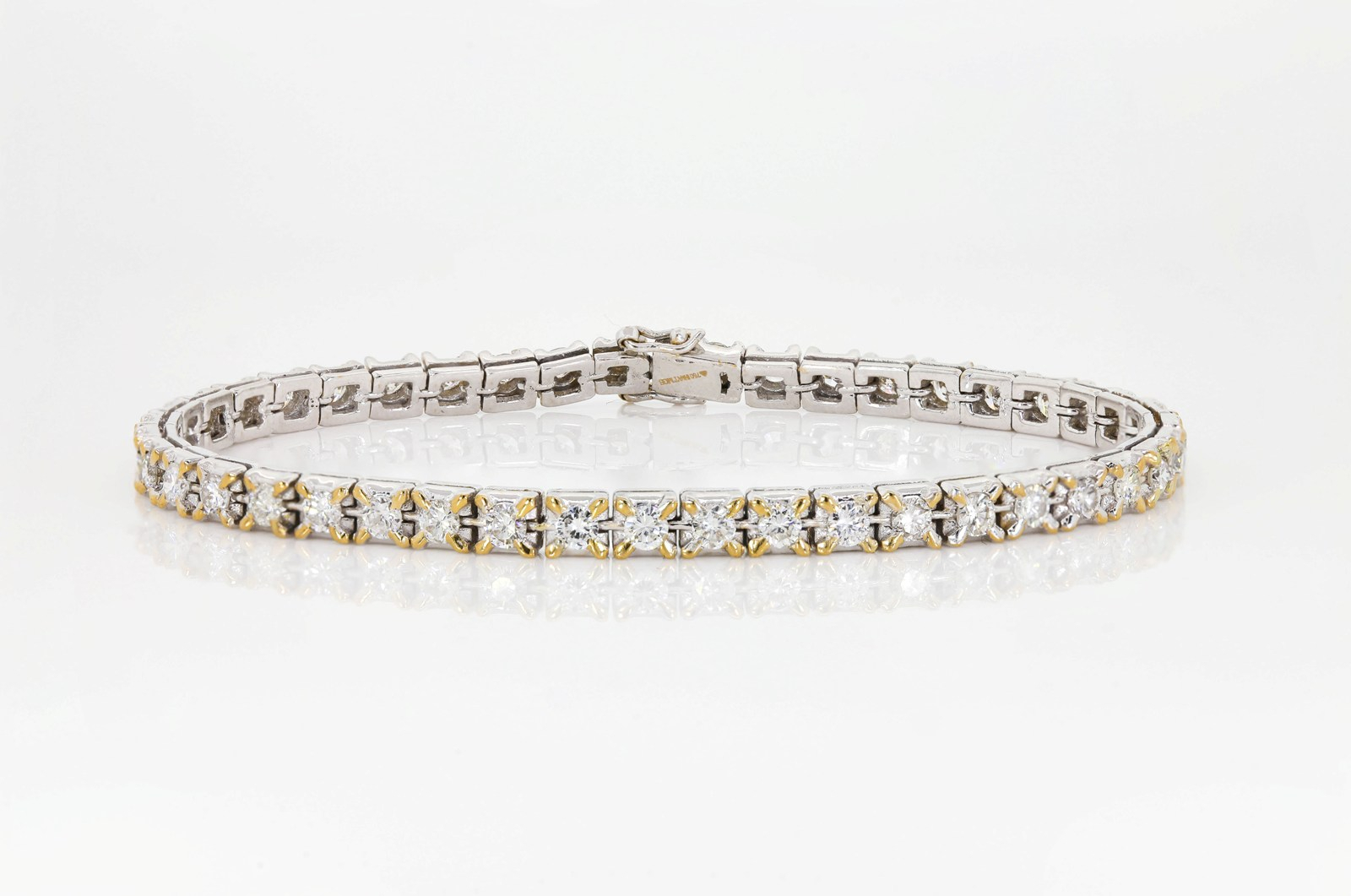 Diamond & Gold Straight Line Bracelet For Most Current Round Brilliant Diamond Straightline Necklaces (View 11 of 25)