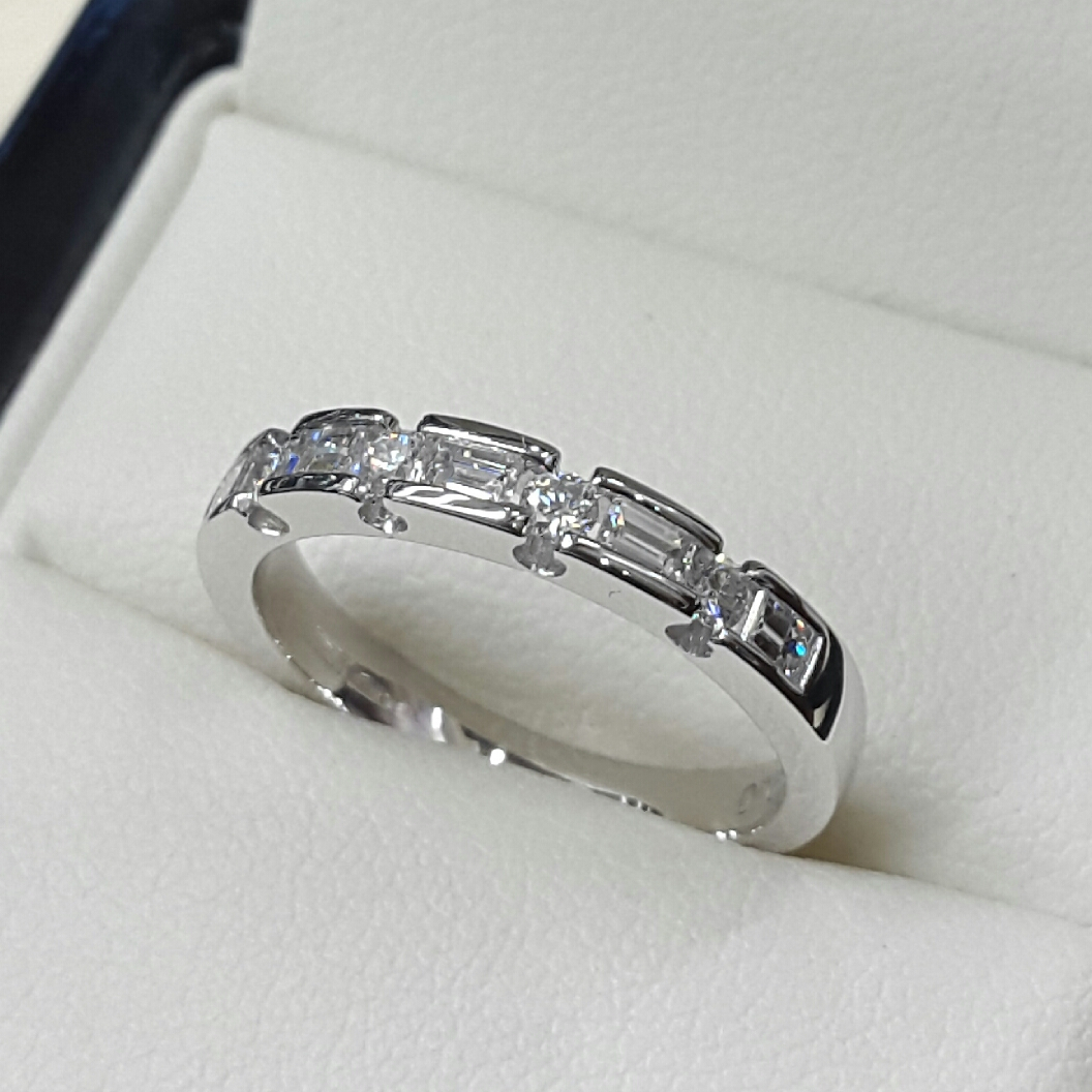 Diamond Set Wedding/eternity Rings Throughout Most Popular Bar Set Round Brilliant And Emerald Cut Diamond Wedding Bands (View 7 of 25)