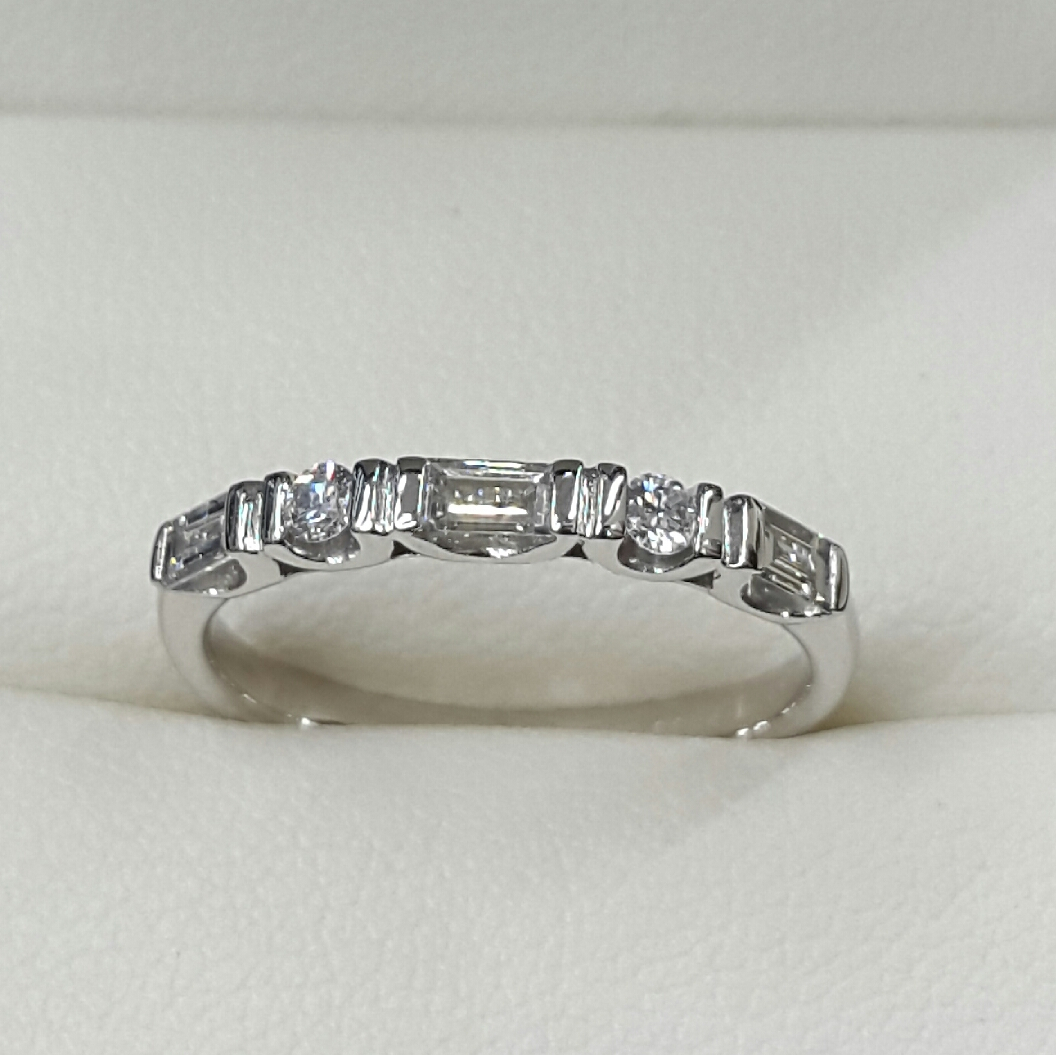 Diamond Set Wedding/eternity Rings With Regard To 2018 Bar Set Round Brilliant And Emerald Cut Diamond Wedding Bands (View 6 of 25)