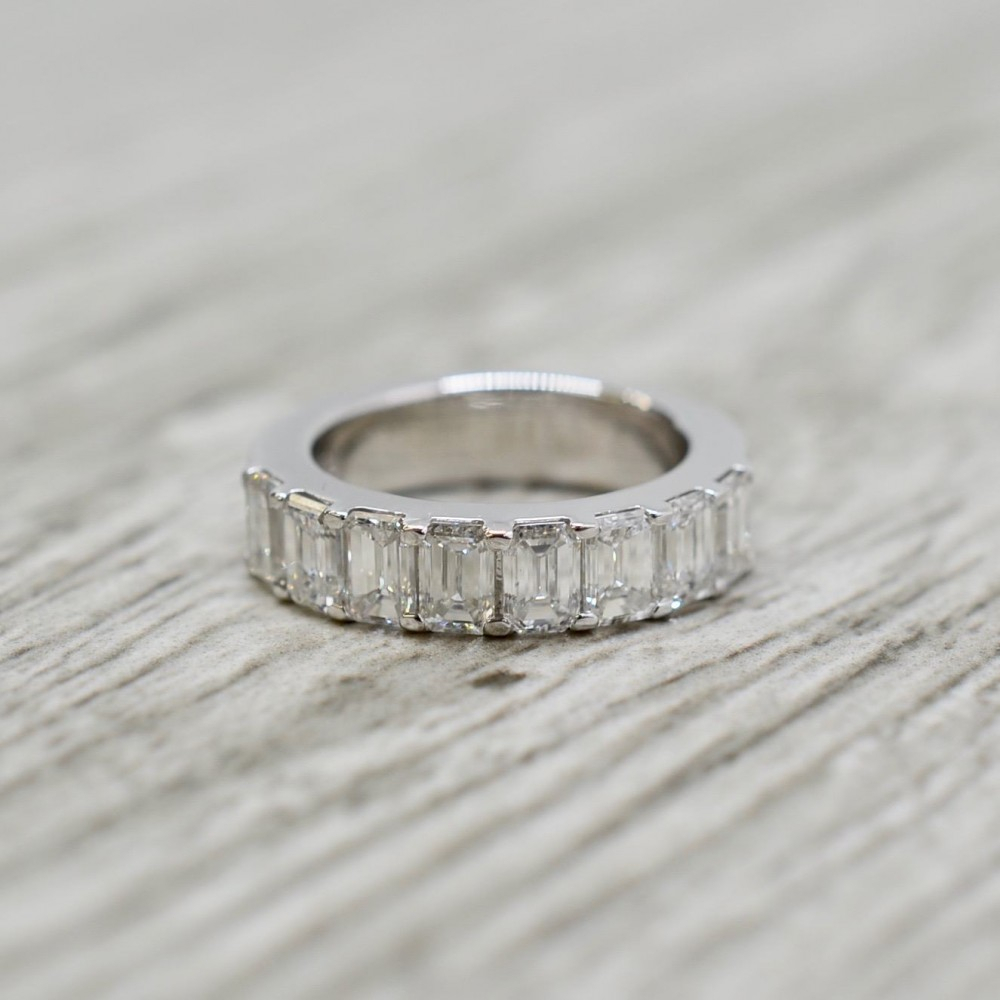 Diamond Wedding Bands With Regard To Most Recent Bar Set Round Brilliant And Emerald Cut Diamond Wedding Bands (View 5 of 25)