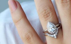 Pear Shaped Engagement Rings And Wedding Band